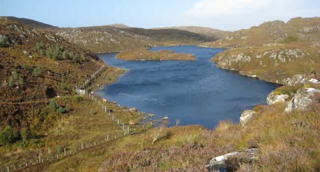 Unnamed lochans near Loch Crocach and Cnoc nan Caorach