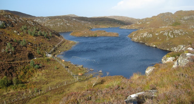 Unnamed lochans near Loch Crocach and Cnoc nan Caorach
